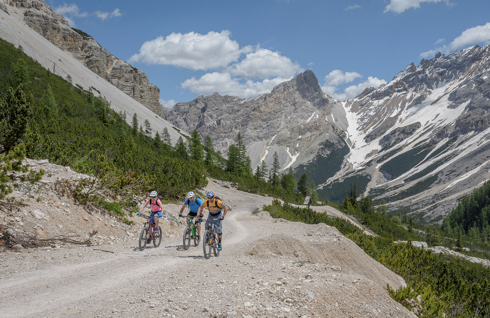 Kurvige Dolomiten Trails